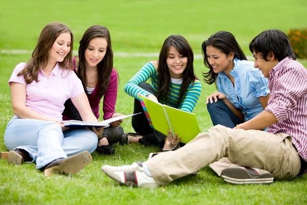 Kết quả hình ảnh cho Bí quyết giúp bạn giao tiếp tốt với người bản xứ khi du học Anh